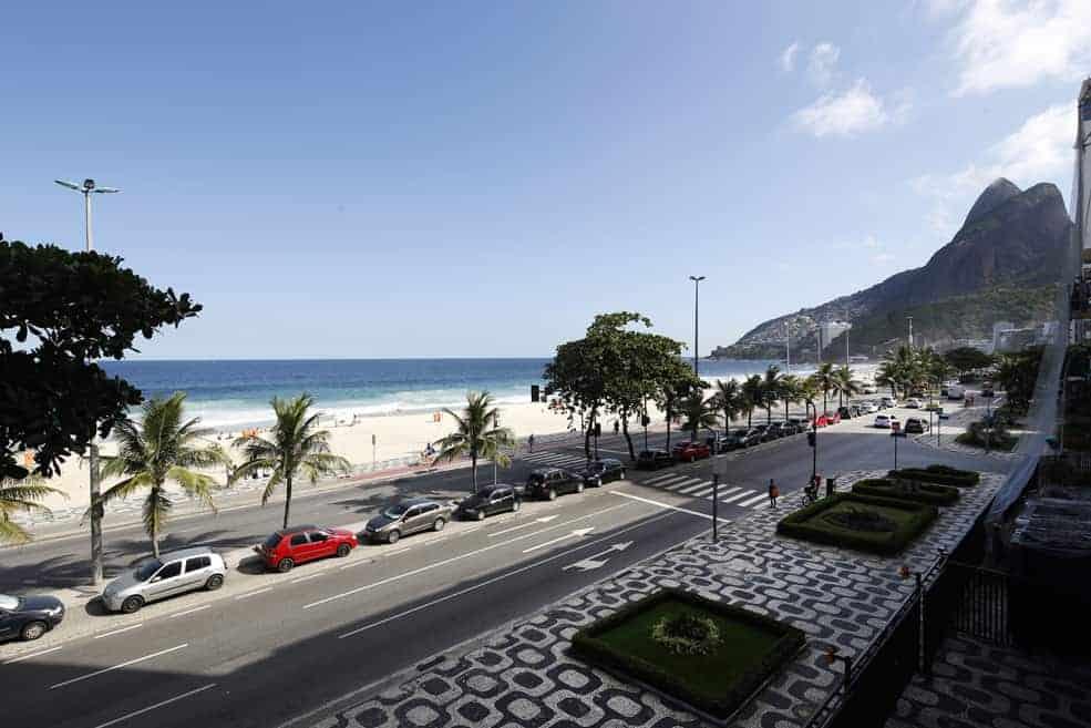 Beachfront 4 Bedroom REX063